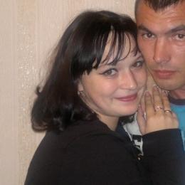 Семейная пара ищет девушку би или лесби для секса с женщиной в Ростове-на-дону.